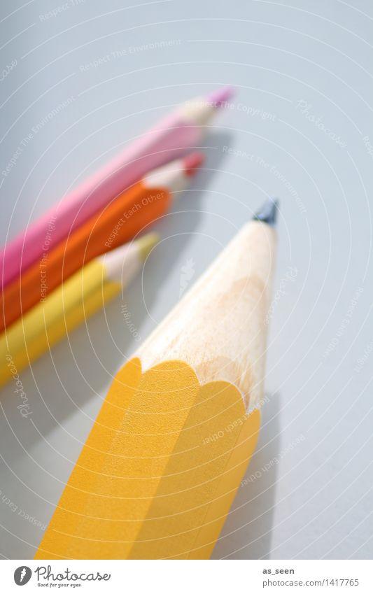 Schreibgerät Farbe gelb Holz Kunst Schule rosa orange liegen Büro Kreativität lernen Spitze Studium Papier Grafik u. Illustration Bildung