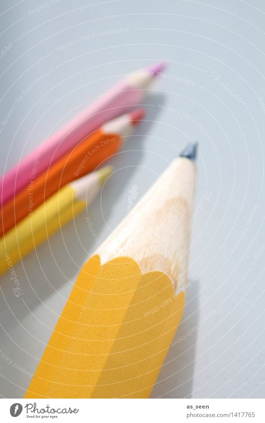 Schreibgerät Kindererziehung Bildung Erwachsenenbildung Kindergarten Schule lernen Berufsausbildung Azubi Studium Büroarbeit Arbeitsplatz Kunst zeichnen