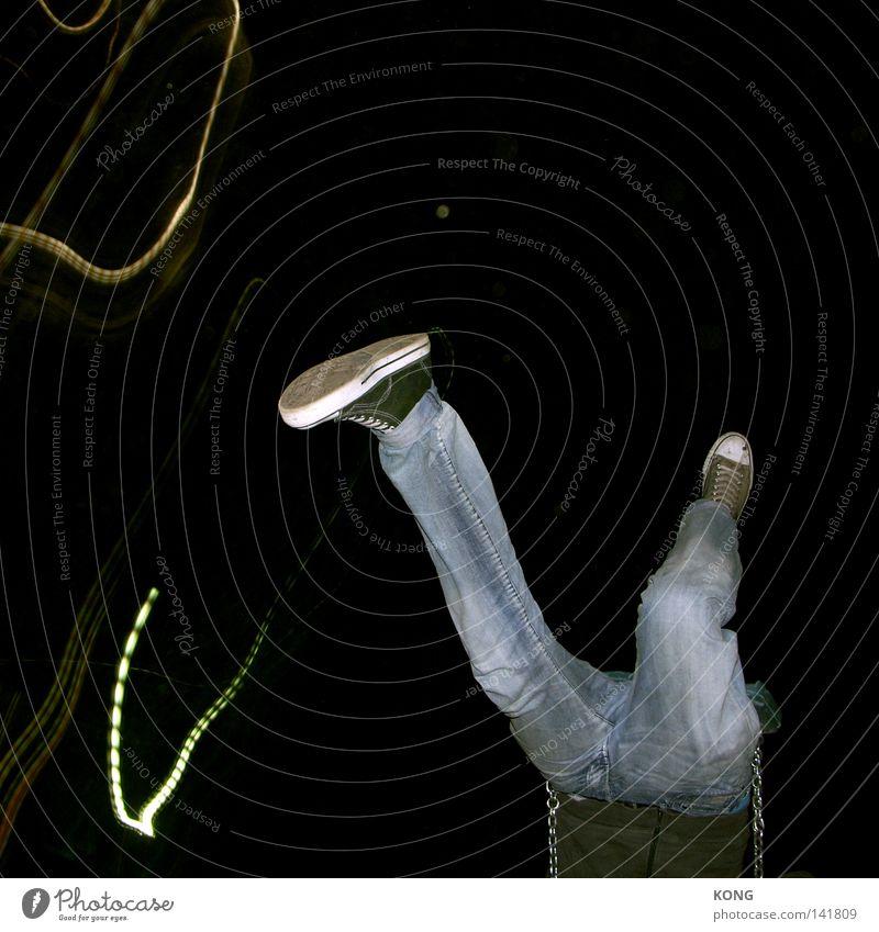 jetzt musst du springen Freude dunkel Fuß Schuhe Beine Angst Flugzeug gehen laufen fliegen Geschwindigkeit Jeanshose Flügel fallen tauchen