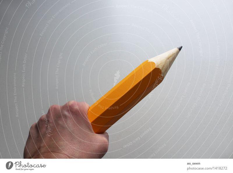 Die Macht des Wortes Hand Kultur Schriftsteller schreiben zeichnen Medien Printmedien Schreibwaren Schreibstift Holz Zeichen Schriftzeichen festhalten groß gelb