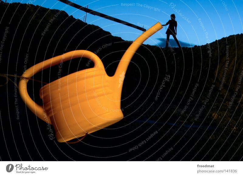 Kanndalös Kannen Gießkanne dunkel Silhouette Nacht Langzeitbelichtung Schichtarbeit Schweiz lustig Wachstum Projekt Kunst Kunsthandwerk froodmat Schatten we can