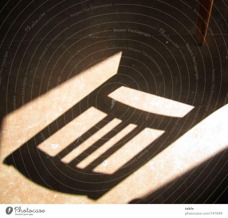 Schattenwurf Sonne dunkel Holz Wärme hell braun Stuhl Bodenbelag Physik Umzug (Wohnungswechsel) Möbel Wohnzimmer chaotisch Material Renovieren