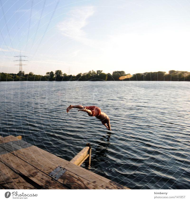 ausflug springen Kopfsprung tauchen Erfrischung Freude kalt Holz Oberleitung Elektrizität Strommast Jugendliche Mann See Ferien & Urlaub & Reisen Erholung
