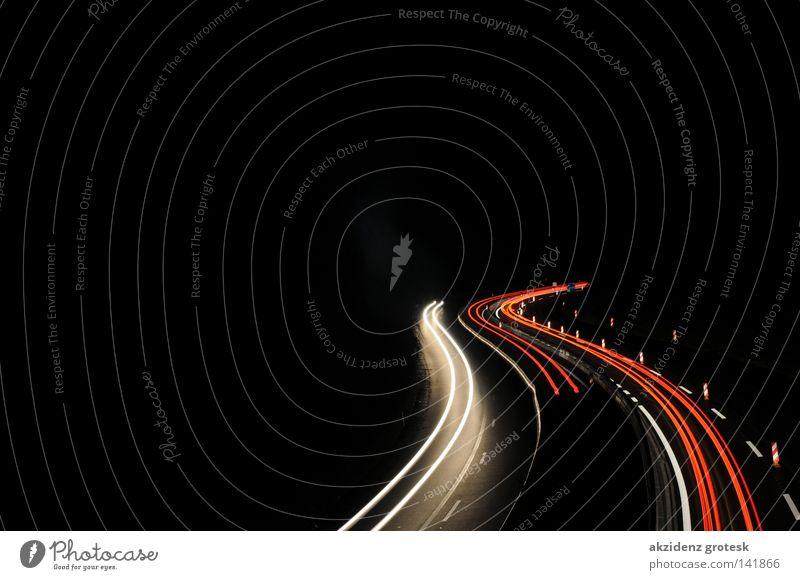 Highway at Night Straße dunkel Verkehr Autobahn Nacht rot-weiß