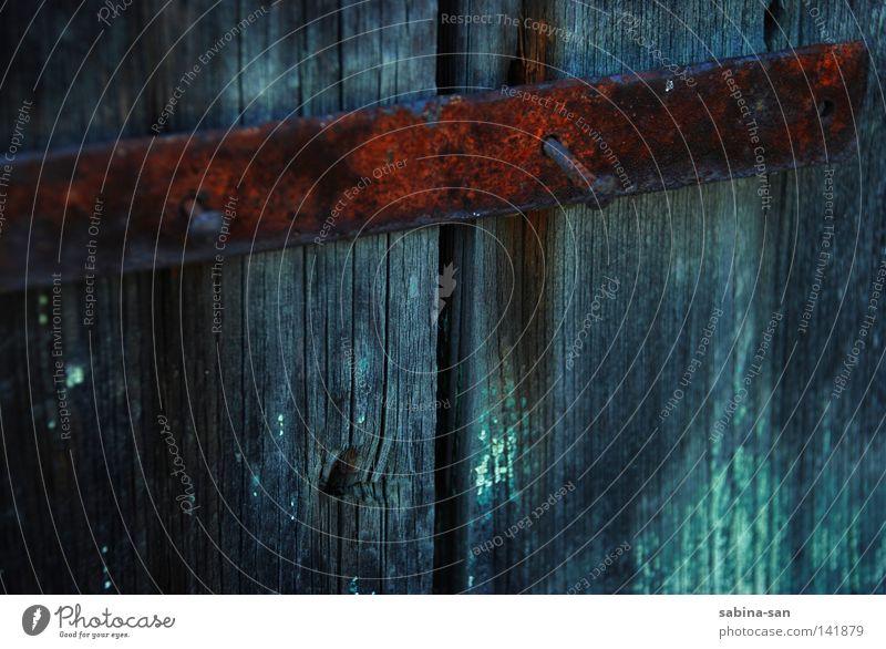 Türschloss Holz Tür verfallen Rost Holzbrett Barriere Nagel Spalte Schloss Riegel Türschloss