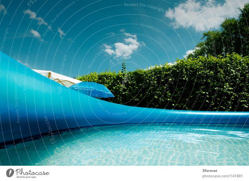 Planschbecken Schwimmbad toben spritzen Flüssigkeit Wasser nass kalt frieren kühlen Kühlung Erfrischung grün türkis durchsichtig Sonnenlicht hell Sommer Physik