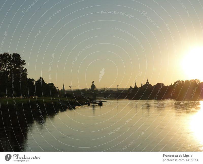 Elbflorenz Ausflug Städtereise Kreuzfahrt Sonne Wasser Wolkenloser Himmel Frühling Herbst Schönes Wetter Flussufer Dresden Sachsen Stadt Hauptstadt Skyline