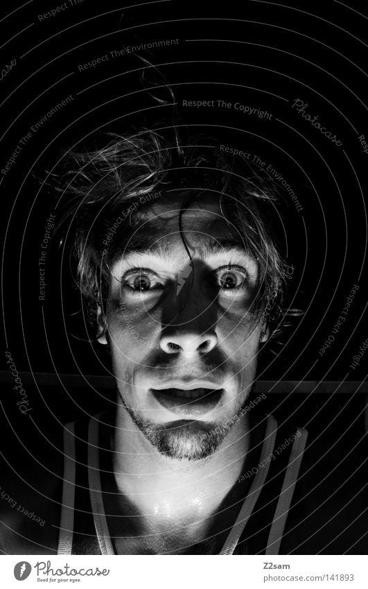 nach dem skaten Mann maskulin Porträt Trägershirt weiß fertig gruselig Haare & Frisuren frontal Licht Selbstportrait Mensch T-Shirt Schwarzweißfoto Auge Gesicht