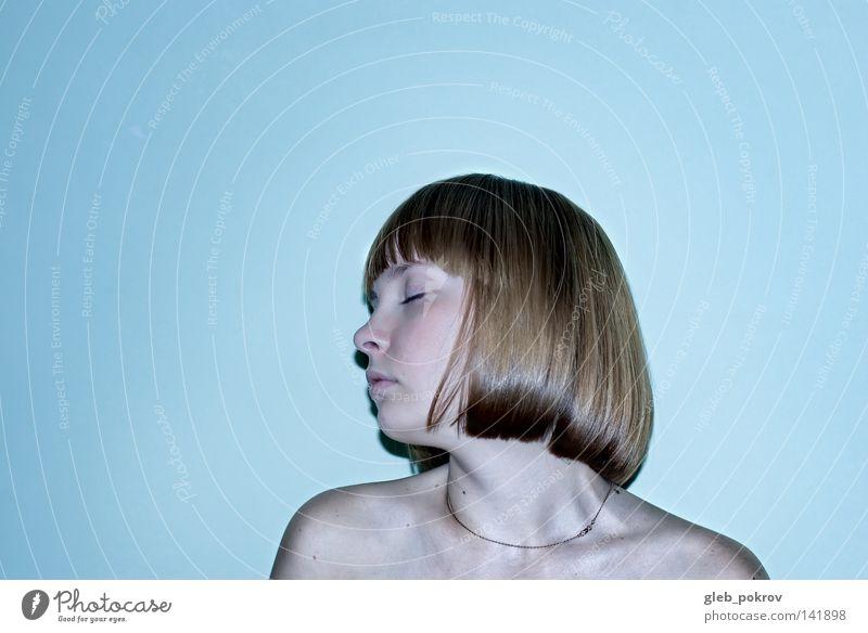 sie. Müll Behaarung Hals träumen Nizza Frau Lichterscheinung Raum Kulisse Porträt Russland Konzentration Profil cuite Frauen geschlossene Augen blitzen