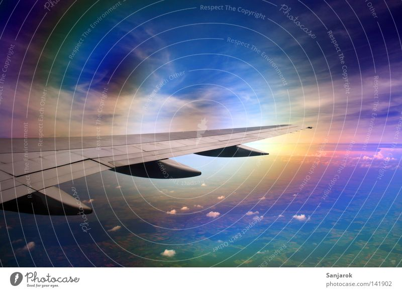 visueller Sturm (Nordlichter? :) Himmel blau Wolken Ferne Farbe Fenster Flugzeug Glas fliegen Luftverkehr fantastisch Naturphänomene Tragfläche Flughafen obskur führen