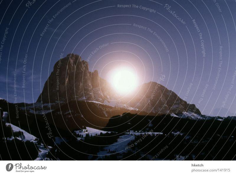 There's a Light blau weiß Sonne Winter Landschaft Schnee Berge u. Gebirge Klima groß Coolness einzigartig Idylle Alpen Gipfel Wolkenloser Himmel Winterurlaub