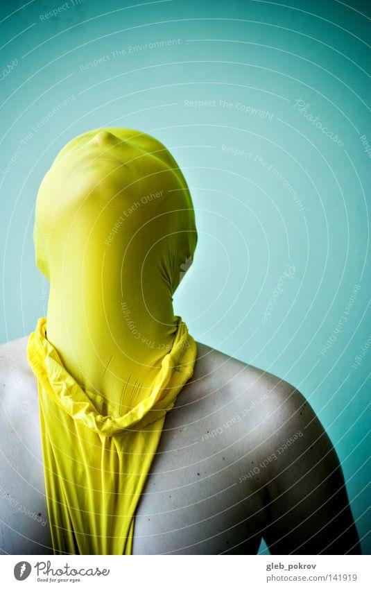 gelb. Kunst Gesicht Lichterscheinung Wand Bekleidung Strumpfhose Maske verkleiden verkleidet Ego Identität außergewöhnlich Männeroberkörper Brust unerkannt