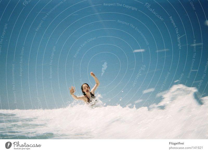 Hab Spaß! Frau Himmel blau Ferien & Urlaub & Reisen Wasser weiß Sommer Meer Freude Einsamkeit Strand Erwachsene kalt Gefühle lachen Bewegung