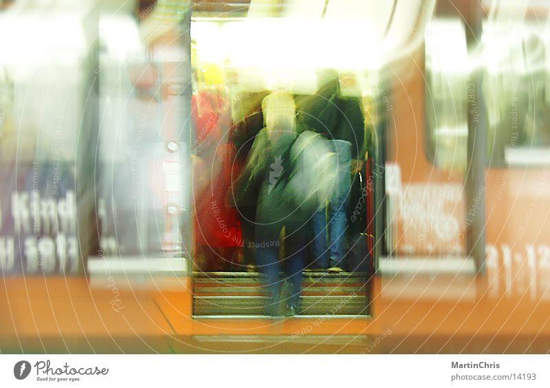 InEile U-Bahn Unschärfe Verkehr Dynamik Bahnhof