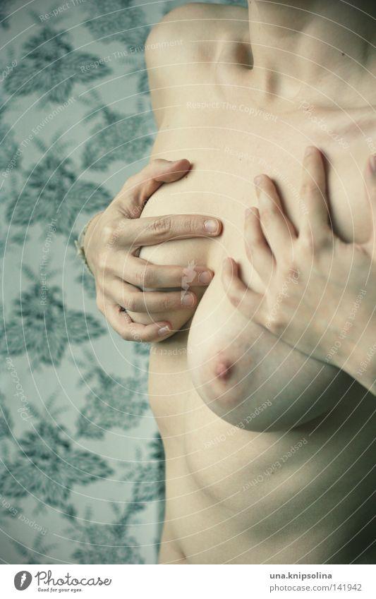 naked Frau Hand Gesundheit Junge Frau Körper Akt Angst Wellness fangen Brust Bauch atmen Hals greifen Rippen Weiblicher Akt