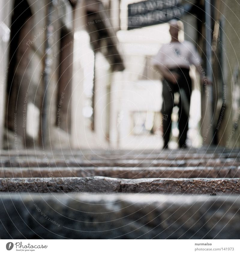 here nothing reflects 2 (for him) Mensch Mann Einsamkeit dunkel Wege & Pfade gehen Treppe unten vorwärts Bürgersteig Fußweg Verkehrswege Stock abwärts
