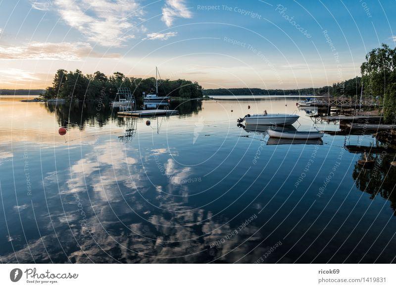 Schärengarten an der schwedischen Küste Natur Ferien & Urlaub & Reisen blau grün Baum Erholung Landschaft Wolken Wasserfahrzeug Tourismus Insel Ostsee Steg