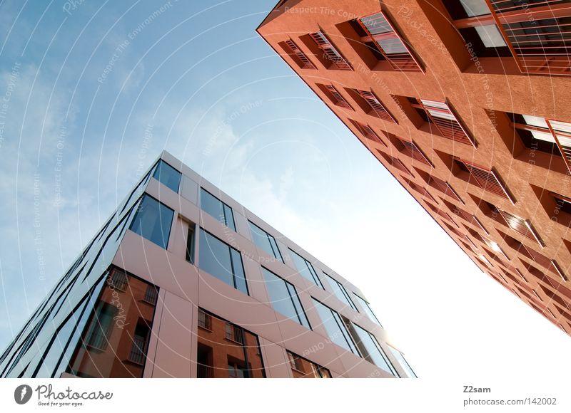 back to the roots Gebäude Haus Fenster glänzend Reflexion & Spiegelung Stil graphisch Ecke Geometrie Wolken Sommer Stadt Verlauf modern mehrfarbig orange Himmel