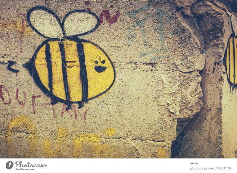 Alle lieben Maja ... alt Tier Freude gelb Wand Graffiti lustig Mauer grau fliegen Fassade Kindheit Fröhlichkeit Kommunizieren Sex Lebensfreude
