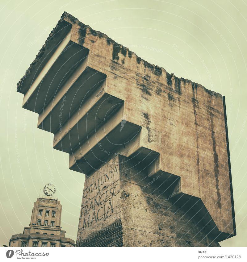 Vorsicht Stufe! Tourismus Sightseeing Städtereise Kunst Kunstwerk Stadt Platz Bauwerk Architektur Treppe Sehenswürdigkeit Wahrzeichen Denkmal Stein