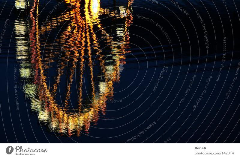 Spieglein Spieglein Riesenrad Rad Licht hell Spiegel Reflexion & Spiegelung Macht groß Lampe Lichterkette Kreis Halbkreis rund Speichen Mitte See Wasser schwarz