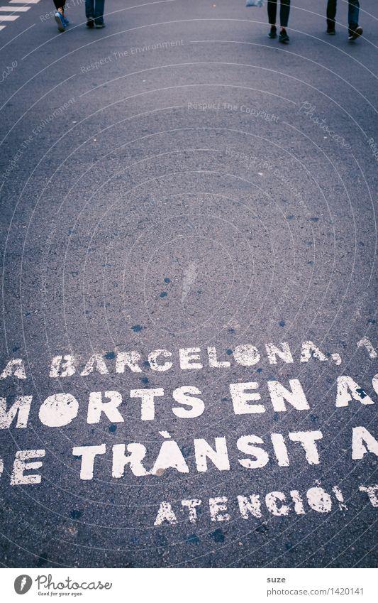 Probanden Stadt Straße Lifestyle Beine Bewegung Business grau Fuß Tourismus Stadtleben Freizeit & Hobby Verkehr Schilder & Markierungen Europa laufen Sicherheit