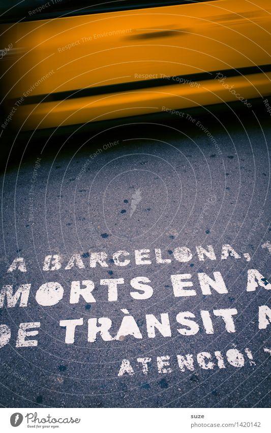 Fahrerflucht Stadt gelb Straße Bewegung grau Lifestyle Business Tourismus Verkehr Schilder & Markierungen Geschwindigkeit Hinweisschild Güterverkehr & Logistik Sicherheit Asphalt Hauptstadt