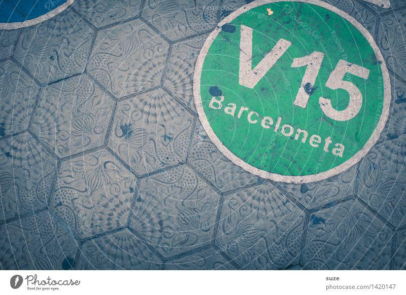 Fahrplan grün Umwelt Straße grau außergewöhnlich Verkehr Ordnung dreckig Kreativität Europa Zeichen Fußweg rund Bodenbelag Ziffern & Zahlen Bürgersteig