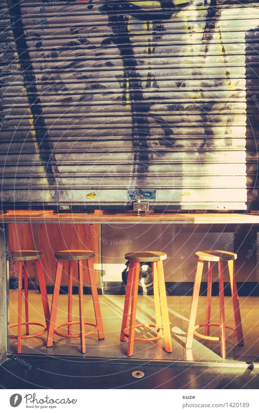 Morgenhockerstund Stadt Fenster Wand Lifestyle Mauer Feste & Feiern Fassade Freundschaft Tür Kultur geschlossen Jugendkultur trinken Spanien Kontakt Restaurant