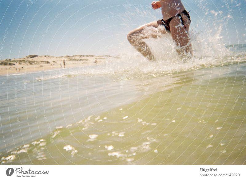 Wo bleibt denn nur der Strand? Freude Ferien & Urlaub & Reisen Freiheit Sommer Meer Wellen Energiewirtschaft Frau Erwachsene Beine Wasser Himmel Schönes Wetter