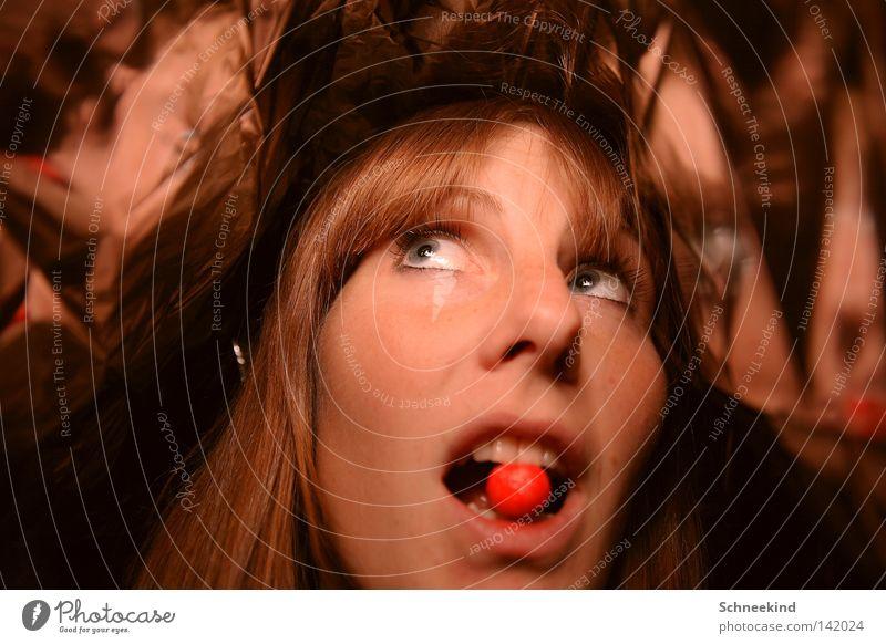 Wo ist sie und was isst sie denn da?? Frau schön Gesicht Auge Ernährung Haare & Frisuren Mund Wärme Freundschaft Raum Wohnung Essen Nase Zähne offen Küssen