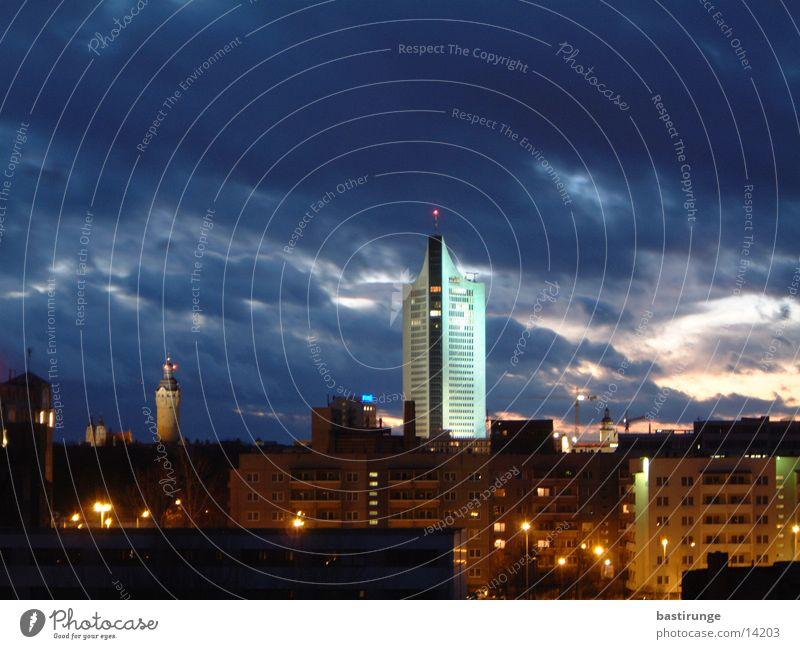 Leipzig City Stadt Wolken Hochhaus Dämmerung Architektur Uniriese Licht Skyline City-Hochhaus Leipzig