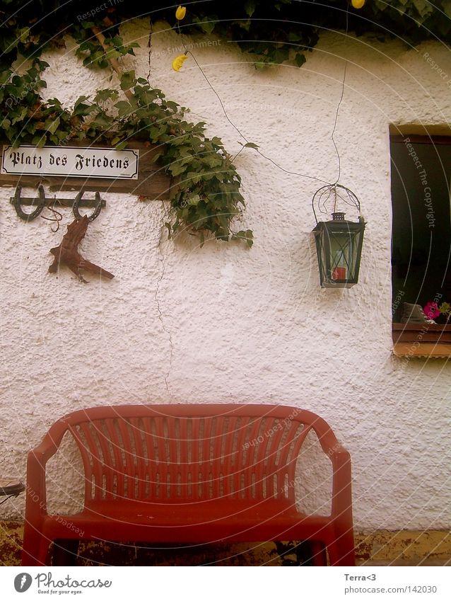 Platz des Friedens alt Blume rot ruhig Einsamkeit Lampe Wand Fenster Garten Freiheit grau Park rosa Schilder & Markierungen frei Platz