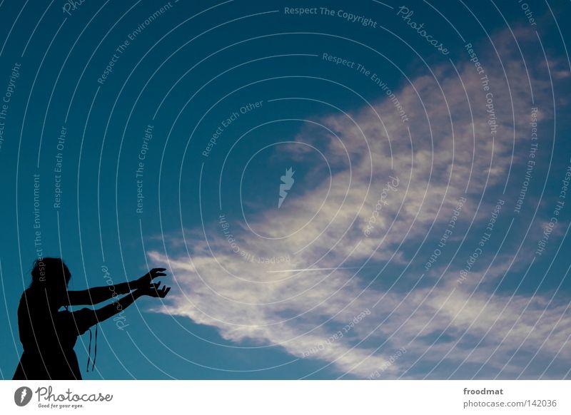 naturgewalt Frau Hand Mädchen schön Himmel blau Sommer Wolken Perspektive Macht Idylle
