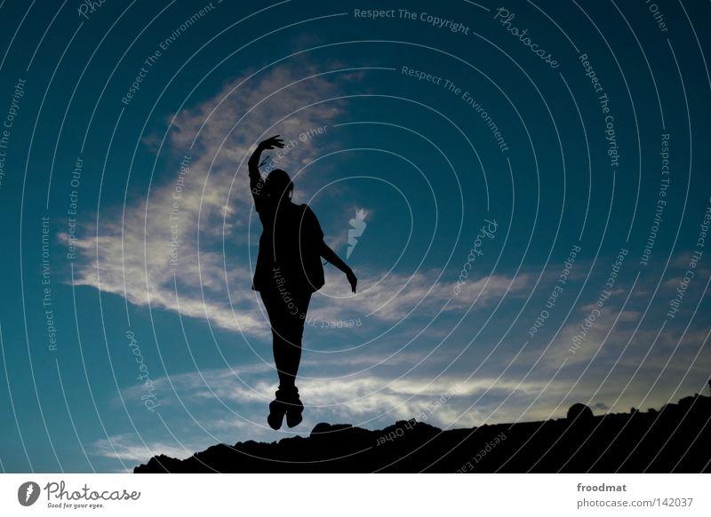 ballett Gegenlicht Wolken Nacht Mädchen Frau Silhouette schön Hand springen Schwung Sommer Himmel froodmat Abend Schatten Perspektive perspektivspiel Idylle