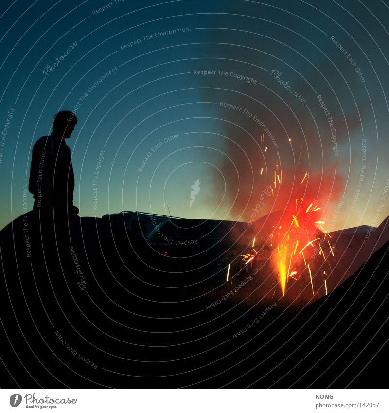 PENG Zufriedenheit Brand Feuer Silvester u. Neujahr Rauch Feuerwerk obskur Seite Abgas brennen Geister u. Gespenster Flamme Abenddämmerung Treffer
