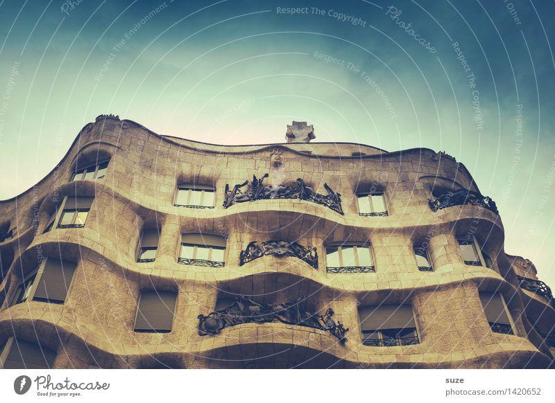 Aus der Zeit gefallen | mit Schwung Ferien & Urlaub & Reisen Haus Freude Fenster Architektur Stil Gebäude Lifestyle Kunst außergewöhnlich Fassade Design