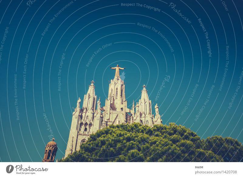 Übermensch Himmel Himmel (Jenseits) Architektur Religion & Glaube Platz Kirche Europa Kultur Hoffnung historisch Bauwerk Spanien Wahrzeichen Sehenswürdigkeit