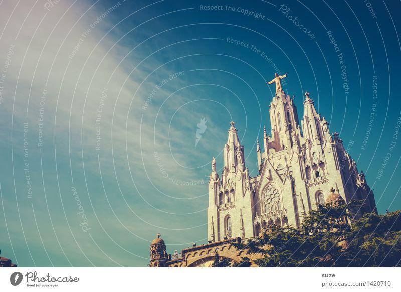 Über dir Himmel Architektur Religion & Glaube Kirche Europa Kultur Platz historisch Hoffnung Bauwerk Sehenswürdigkeit Spanien Wahrzeichen Städtereise