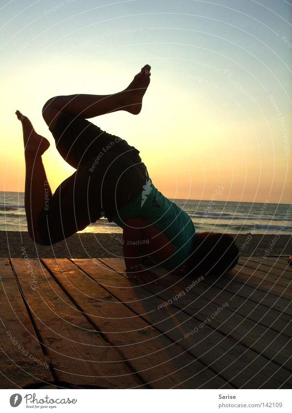 Yoga Frau Wasser Meer Freude Bewegung Fuß Wärme elegant Physik leicht üben