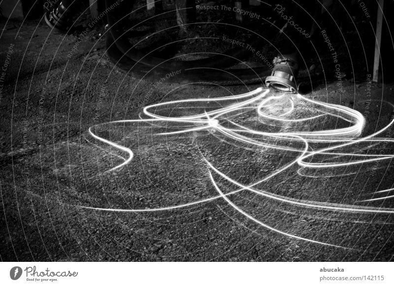 flüssig weiß schwarz hell Angst Langzeitbelichtung Industrie Industriefotografie Flüssigkeit Ekel bleich Schlauch gestellt künstlich Taschenlampe geschmeidig
