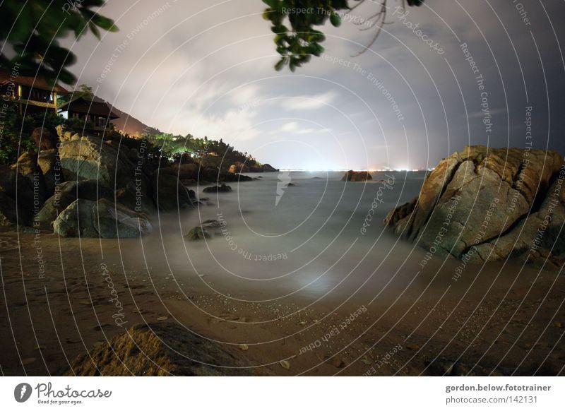 Licht am Horizont Meer Wellen Langzeitbelichtung Nacht Thailand Koh Samui Insel Strand Mitternacht Asien Felsen Lichter