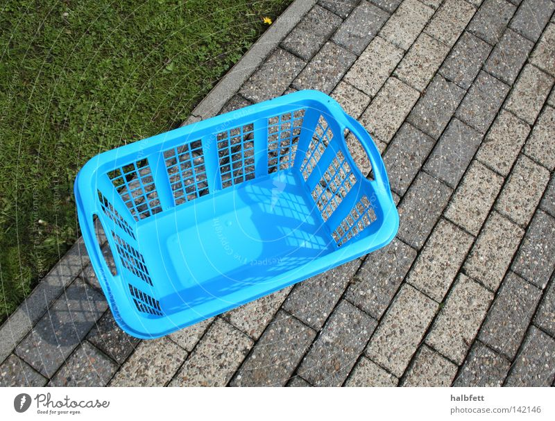 Jeden Tag Wäsche! blau kalt Wege & Pfade Ordnung trist Sauberkeit Kunststoff Wäsche waschen Haushalt Ödland Haushaltsführung