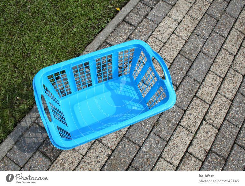 Jeden Tag Wäsche! Wäsche waschen blau Wege & Pfade trist Ödland Sauberkeit kalt Ordnung Kunststoff Haushalt clean Haushaltsführung