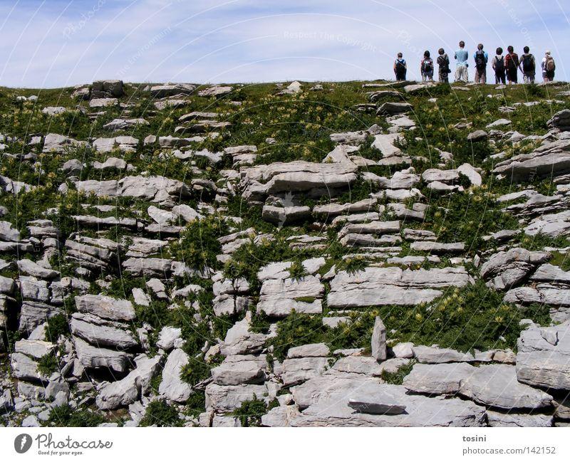 small people, big nature [1/5] Himmel Berge u. Gebirge Mensch Aussicht Ferne Stein Felsen Gras Natur wandern Menschengruppe klein groß Wolken Rucksack Schweiz