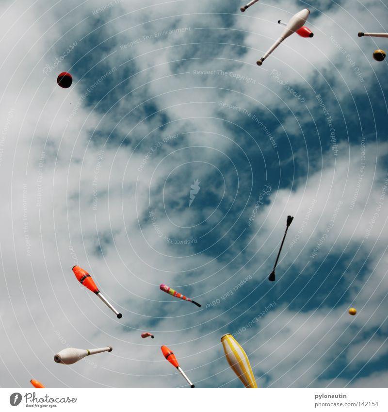 Toss Up 2 Himmel blau Sommer Freude Wolken Spielen Freizeit & Hobby fliegen hoch Kreis Ball chaotisch werfen Musikfestival Teufel Zirkus