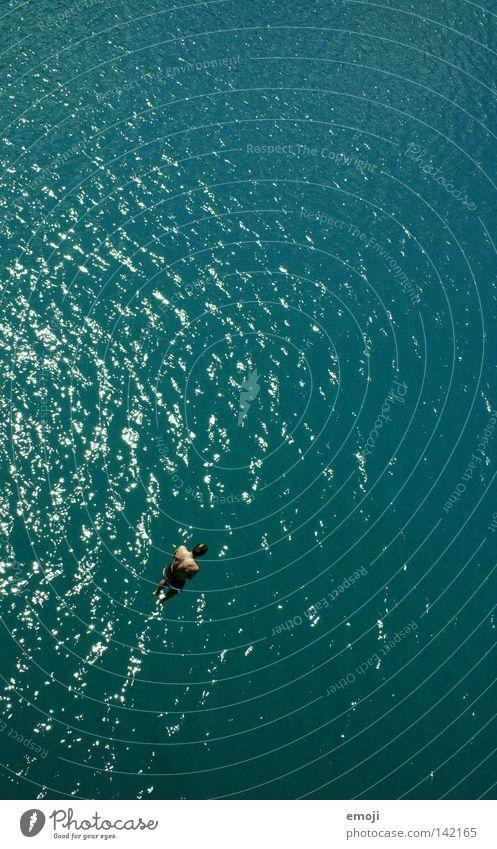 ruuuuntergeeeeehts! Mensch Mann blau Wasser schön Ferien & Urlaub & Reisen Meer Sommer Erwachsene springen klein maskulin Aktion Körperhaltung fallen Schönes Wetter