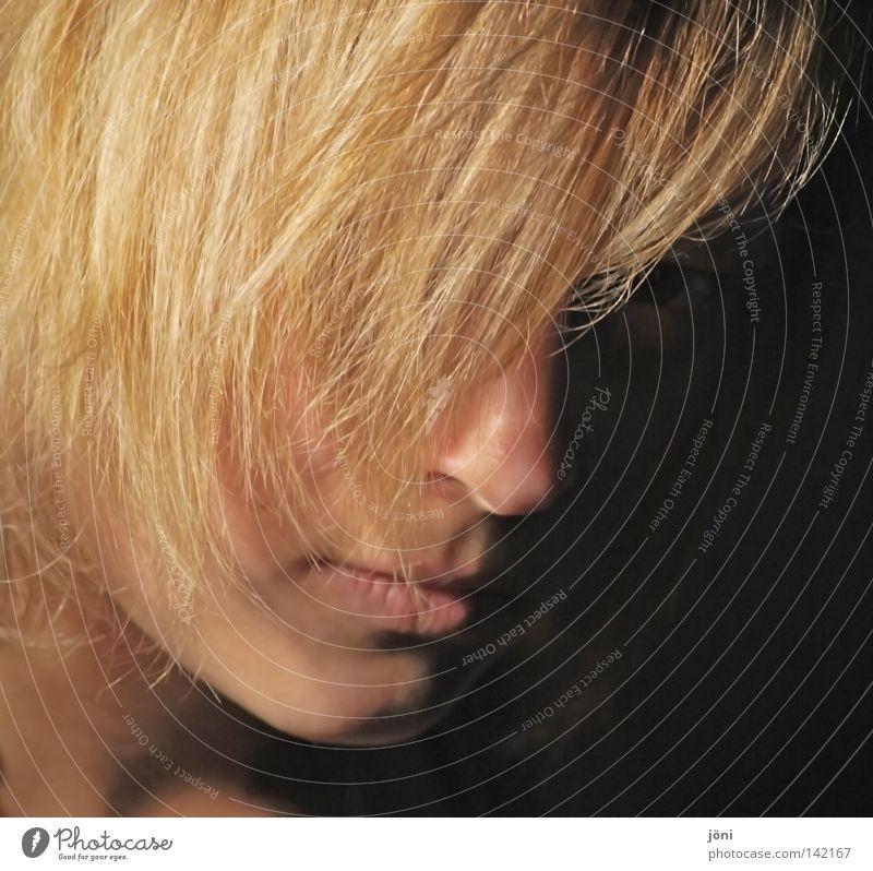 Der Gedanke eines Augenblicks Frau schön Gesicht ruhig schwarz feminin Gefühle Haare & Frisuren Mund blond Hintergrundbild Nase modern nah geheimnisvoll