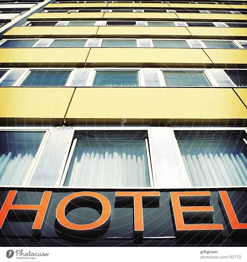 zimmer mit frühstück Hotel Haus Gebäude Fenster Vorhang Typographie Beschriftung Aufschrift Buchstaben Ferien & Urlaub & Reisen Geschäftsreise schlafen