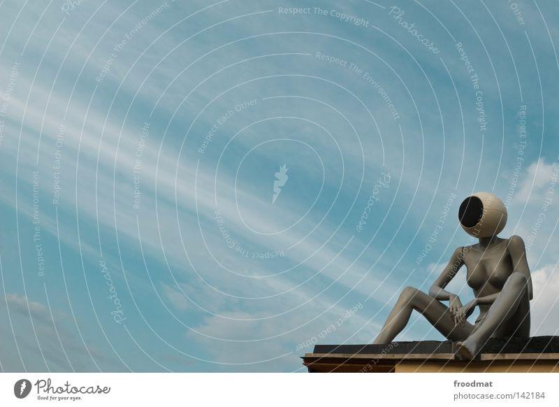 Kopfhörer Dinge Wolken Lautsprecher Schaufensterpuppe Aussicht Kunst diagonal Frau Techno Publikum Symbole & Metaphern Erholung lässig nackt Sommer